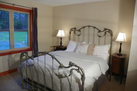 Pleasant Ridge B&B - Dragonfly Room - Bed & Breakfast