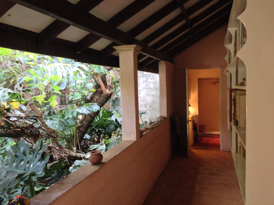 the courtyard leading to Amanda's bedroom