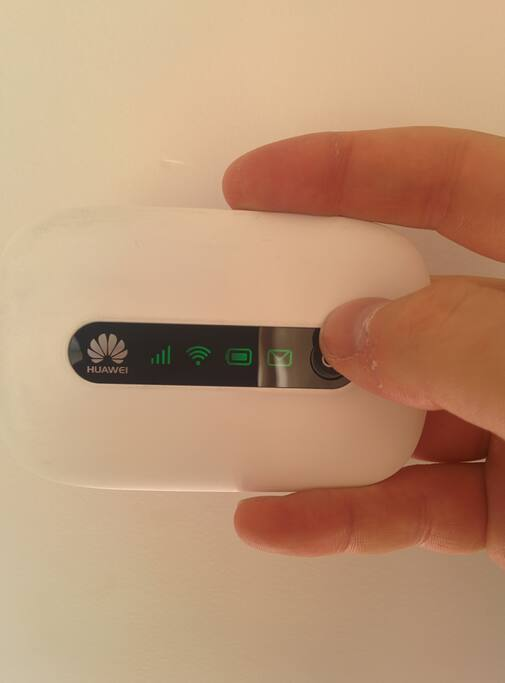3G Wifi Dongle provided to use data on the go for free on your smartphone anywhere in France