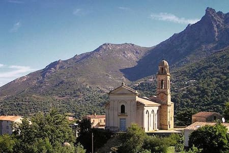 Dans village entre mer et montagne  - Feliceto