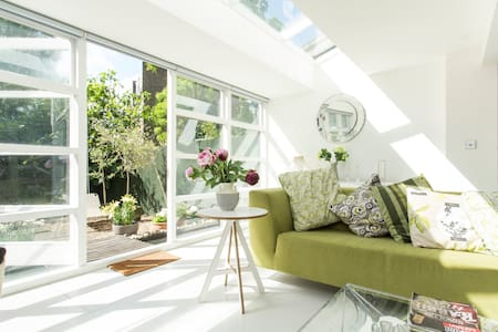 Stylish sunny one bed in Crouch End