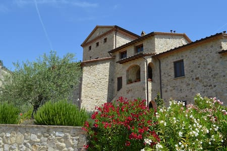 Antique Tower Apartment with Pool, near Montone - Appartement