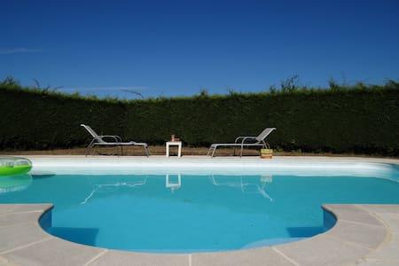 2 Chambres dans propriété avec piscine - Haus