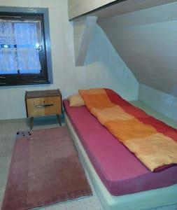 Zimmer im Zentrum der Daimlerstadt - Huis