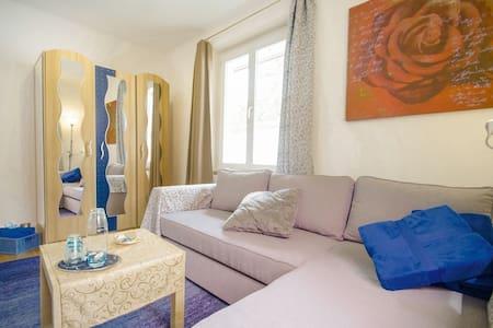 Teile Dein Doppel Zimmer 2 x bequemes Einzel-Bett - Dornach - Gästhus