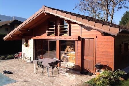 Petit chalet au pays du Mont Blanc - piscine/spa - Marignier - Chalet