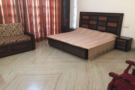 Chopra Paradise Sector 35/C, All - Chandigarh - Bed & Breakfast