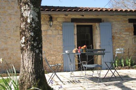 Gite en seuil Charente Périgord - Feuillade - Dům