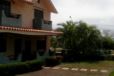 Casa tipo Colonial a pocos km de Playa Guacuco - Ház
