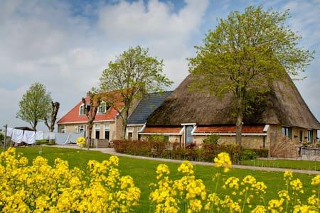 Sfeervol en landelijk overnachten in Friesland - Dongjum - Lakás