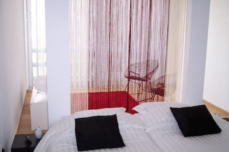 Private room/with parking/private entry/centre - Ghent - Apartmen