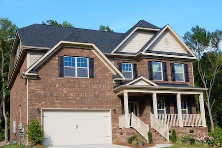 Need a 4 bedroom home near Charlotte, NC? - Hus