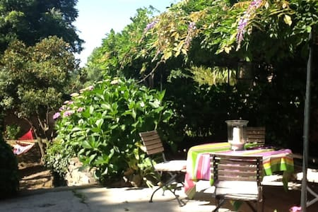 Appartement de charme avec jardin dans villa - Grimaud