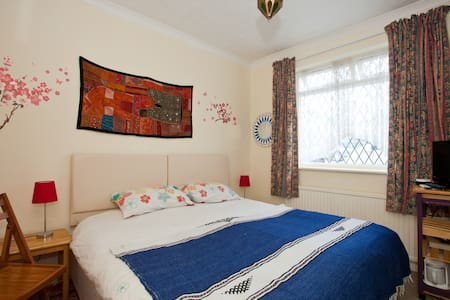 Semi Rural North Lancing Double/triple/twin - House