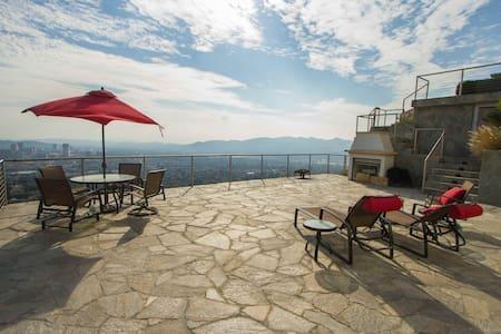 Luxury 1BR Back House+Infinity Pool - Glendale - Ház