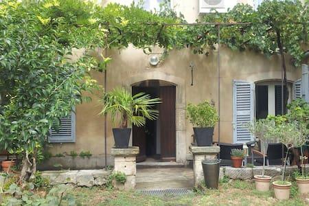 Place provençale - Reihenhaus