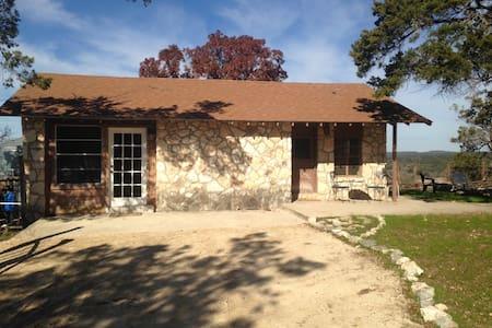 Owl Spring Ranch Bunkhouse - Boerne - Blockhütte