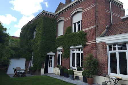 Belle maison proche Lille, séjour en famille. - Roubaix - Dům