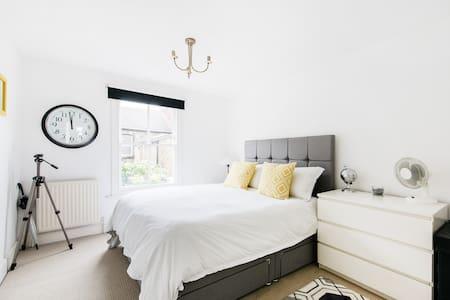 Amazing Bright 2 Bed & 2 Bath Flat - Clapham North - Apartamento