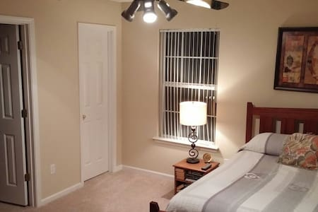 Clean & Comfortable Room - Townhouse