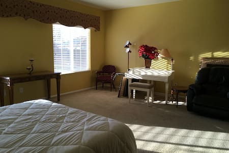 Estate sized home added room#2  in gated community - Palmdale