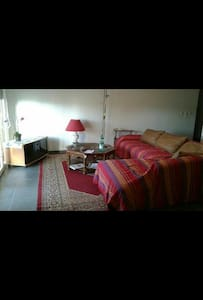 Spacious Doublebed room + Parking - Wohnung