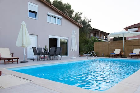Villa with private pool 10 min walk from the beach - Apartamento