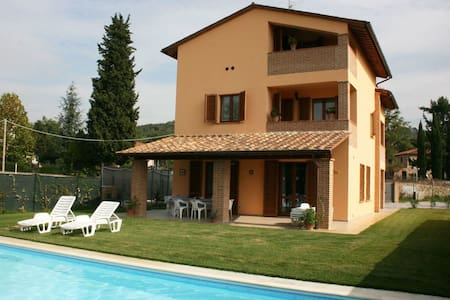Top 20 lucignano villa and bungalow rentals airbnb lucignano - Kubieke villa ...