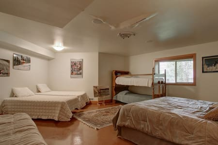 "Lake Front Luxury- ""Bunk Room"" - Big Lake"