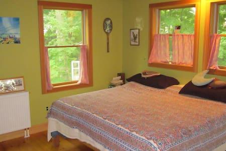 Big homey bohemian New Englander - Kittery - House