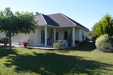 Maison arborée proche Beaulieu sur dordogne - Nonards - Talo