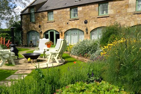 Stunning barn conversion with king bed & en-suite - Fife - Casa