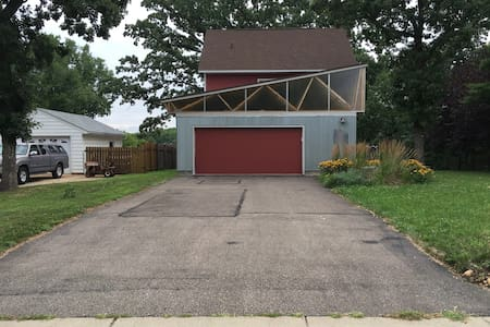 Driveway Space for Your Van or Camper - Minnetonka - Casa