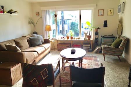 Cozy, Clean Arty Apartment in Midtown - Sacramento - Byt