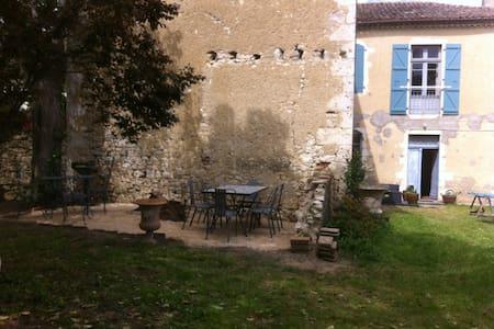 Ancien presbytere au coeur du village - Mauvezin - Townhouse