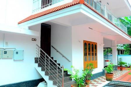 Tulasi - Ház