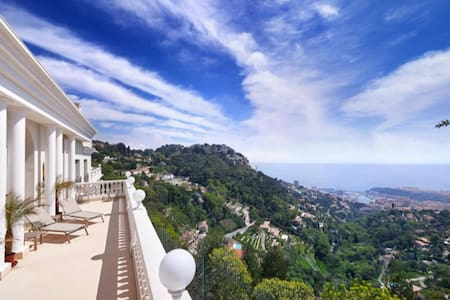 BEAUTIFUL VILLA ON THE HEIGHTS OF MONACO - Villa