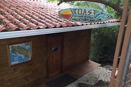BURNT TOAST SURFCAMP TAEHUPOO BED10 - Nosara - Dormitorio compartido