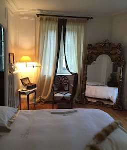 Suite M. Antoinette- Giverny proche - Bed & Breakfast