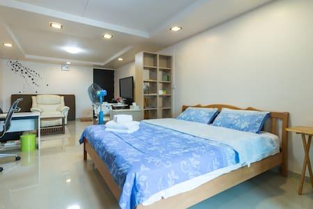 Next to BTS Rachatewi 41sq.m Studio - Bangkok - Apartamento