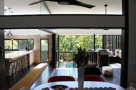 Ascot Luxe Bedroom, Ensuite, Pool. - Ev