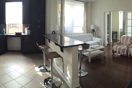 Spacious private room , minutes from times sq. - Condominio