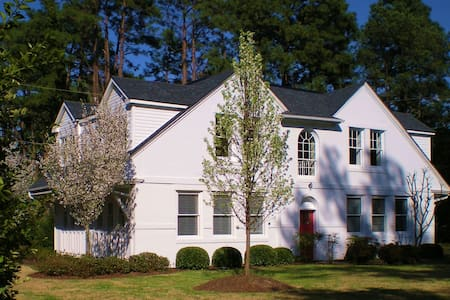 Historic District, Exclusive Carriage House! - Pinehurst