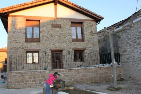 Casa a orillas del embalse de Alloz - Haus