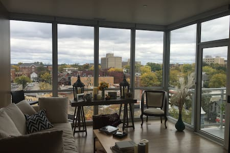 Luxury 1 Bedroom with Capitol Views