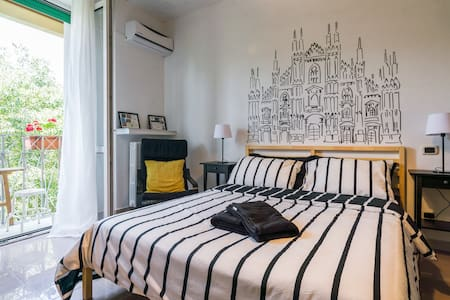 Duomo room with private bathroom & daily breakfast - Milano - Apartment