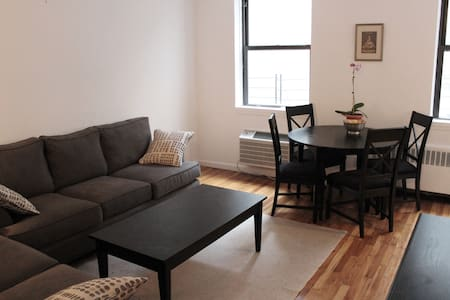 The ideal NYC location!  In the exclusive confines of the West Village at the end of West 4th, with its charming shops and restaurants,  right next to Meatpacking nightlife, Hudson River Park, Chelsea galleries, and all the best the city has to offer