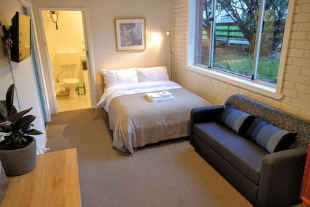 Cosy & Central - Private Studio in West Hobart - West Hobart - Apartment