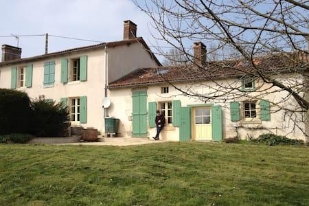 Traditional Longere - Rumah