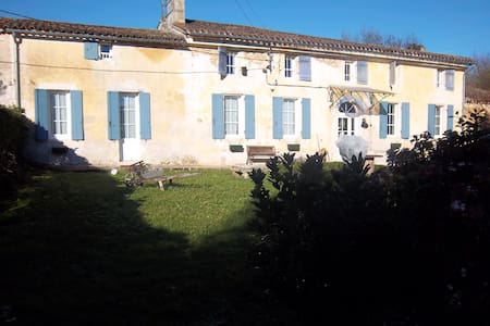 Charmante maison Girondine - Galgon - Bed & Breakfast